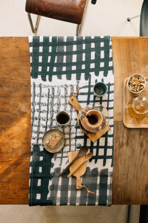 Linen table runner / Checked pattern