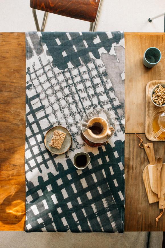 Linen table runner / Diamond checked pattern
