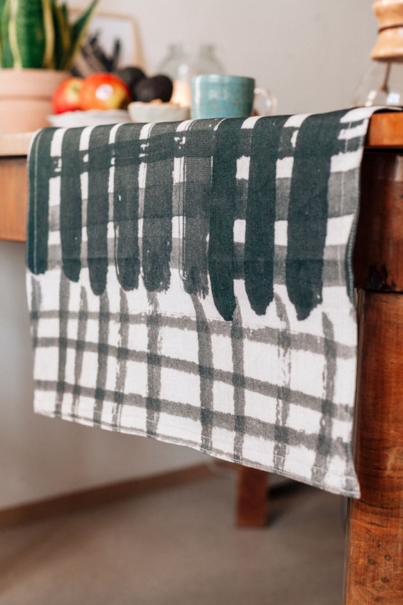 Linen table runner / Checked pattern