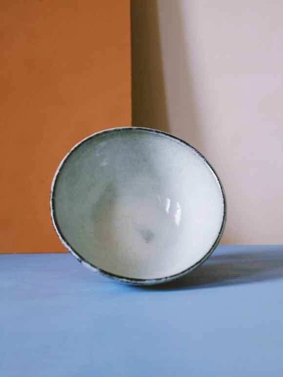White breakfast bowl / black clay