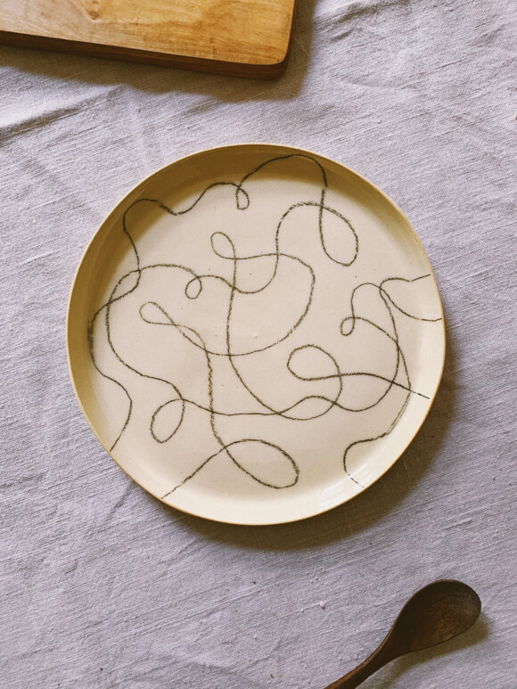 Wavy lines lunch plate